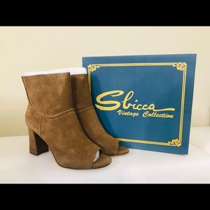 Beautiful Toes ankle boots by Sbicca